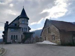 Dvorac i zgrada gdje će biti Centar Velike zvijeri (današnja fotografija)